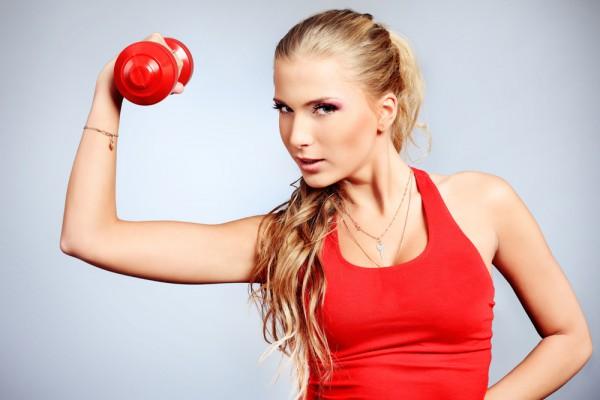упражнения с дополнительными приспособлениями дял тех, кто хочет похудеть в руках и плечах