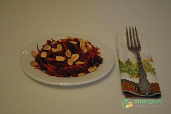 овощной салат с морковью и свеклой
